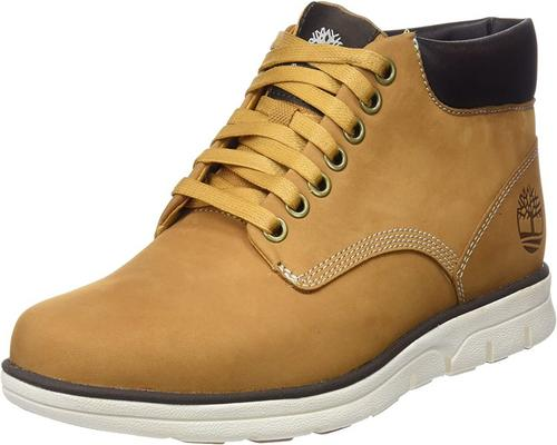 une Paire De Bottes Timberland Bradstreet Chukka Leather